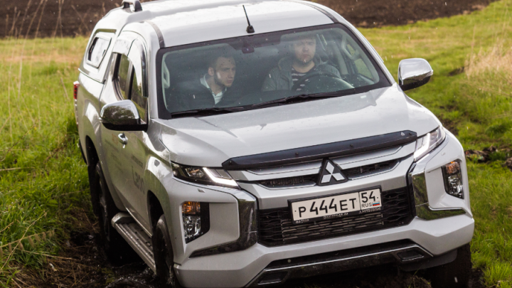Тест-драйв: новый внедорожный Mitsubishi барахтается в грязи и скачет на ямах