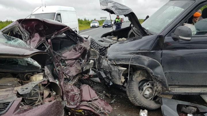 В Ярославской области на трассе произошло страшное ДТП: два человека погибли