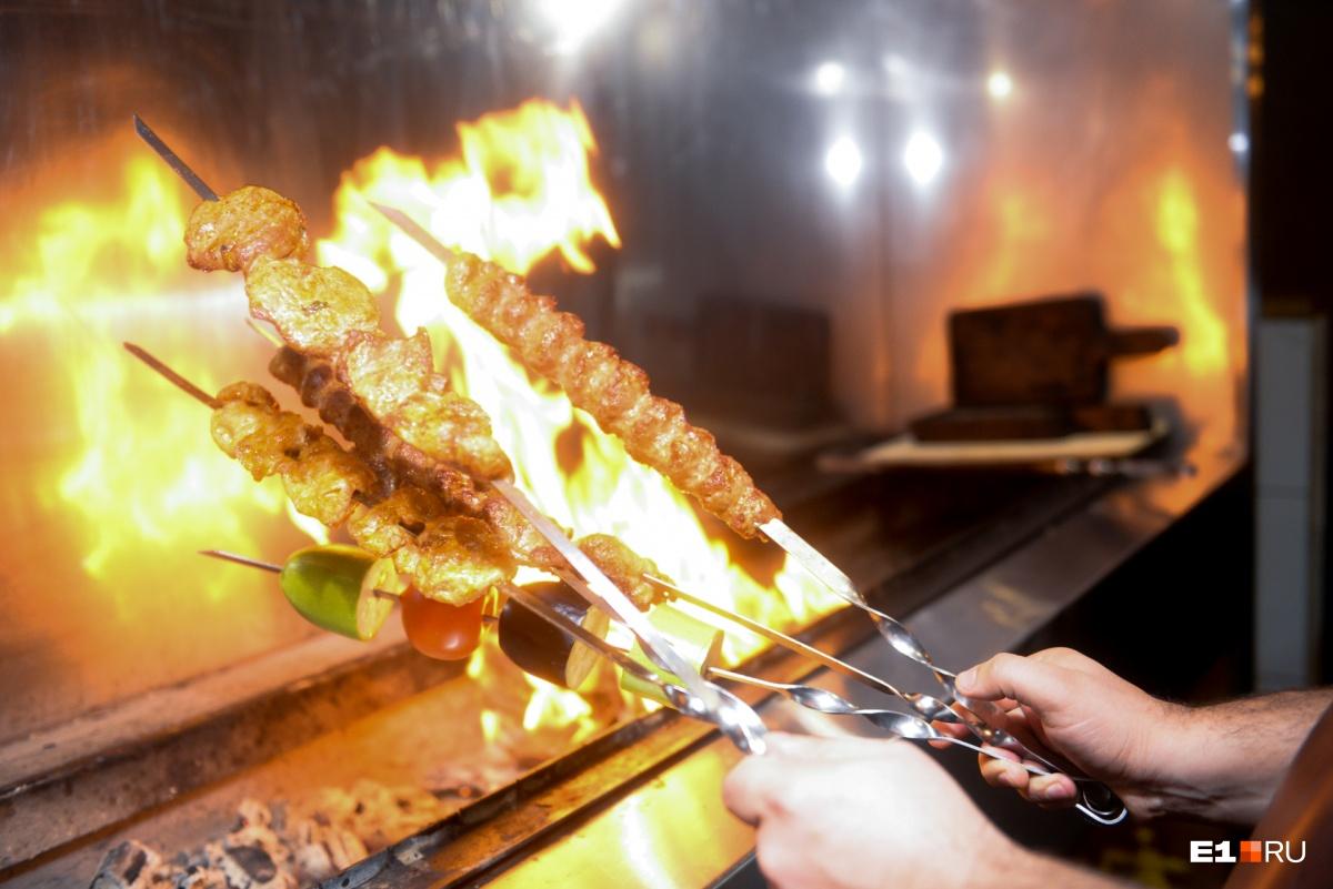 Чтобы мясо было вкусным, оно должно быть жирным и на косточке