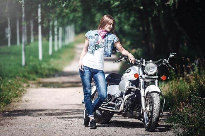 Елена Кравцевич сама водит мотоцикл Harley-Davidson, но в Европу поедет пассажиром