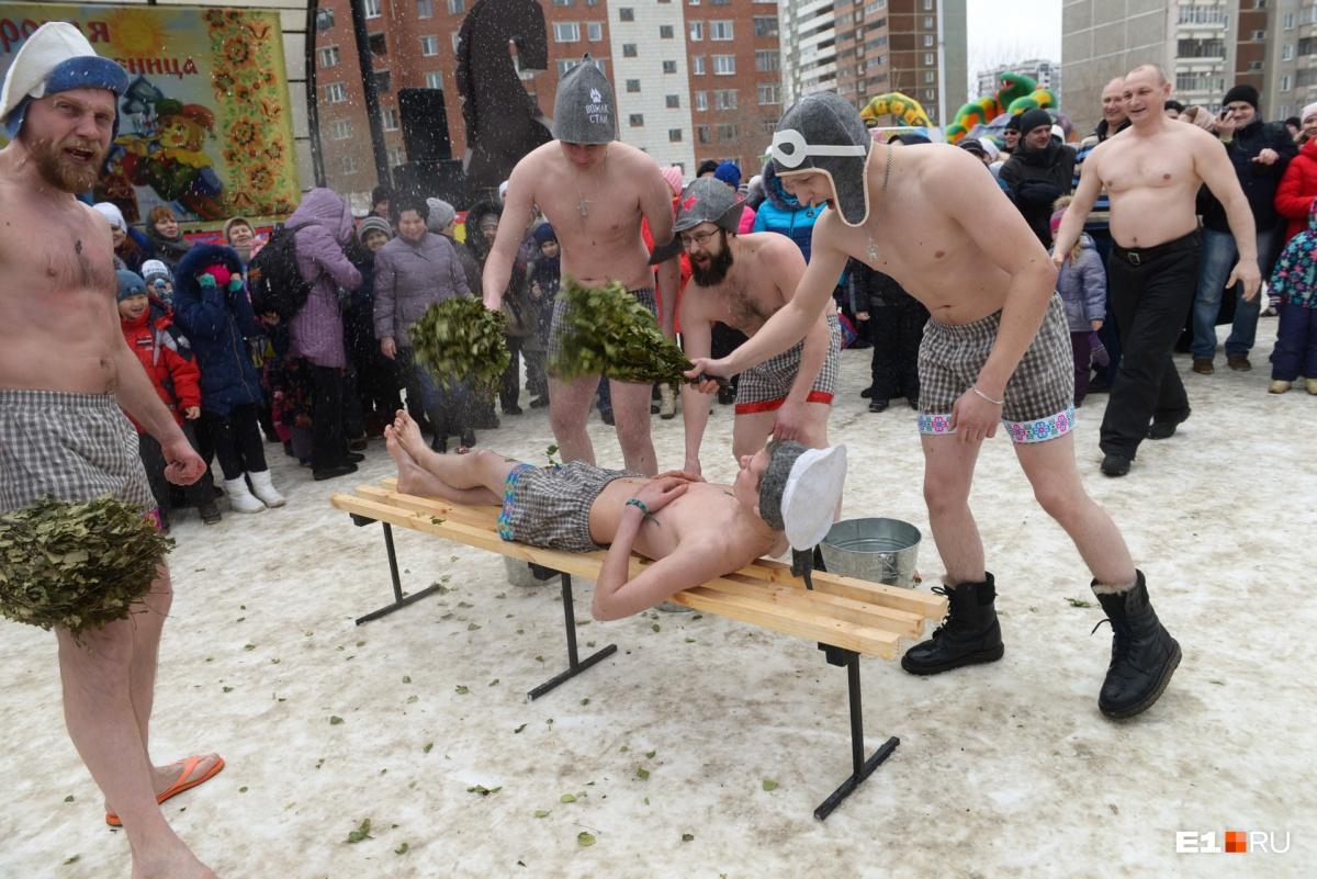 Артисты разделись, надели банные шапочки, вооружились вениками и стали парить друг друга