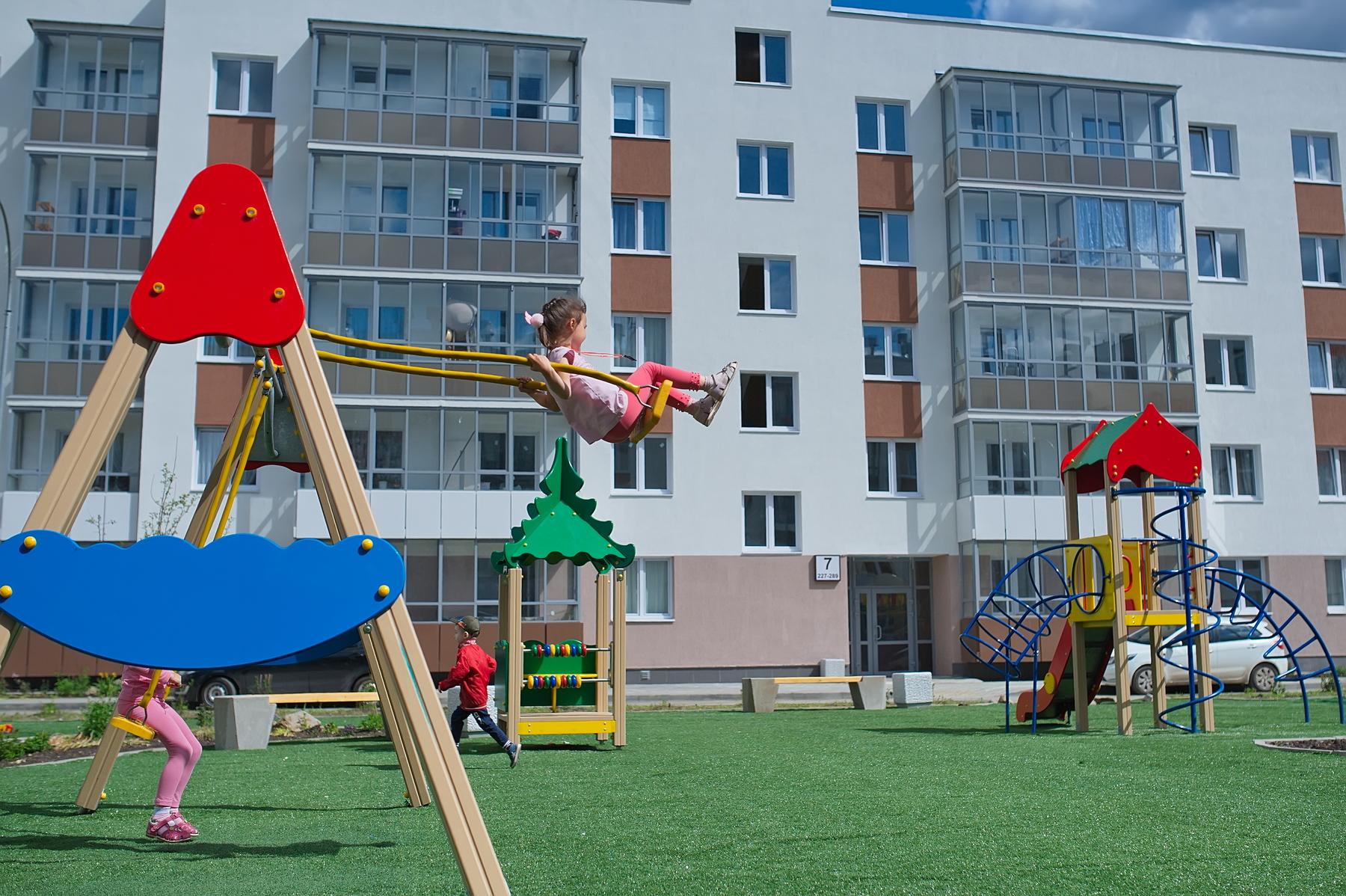 Для детей — разные игровые комплексы