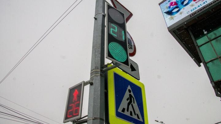 На проспекте Дзержинского выключились светофоры