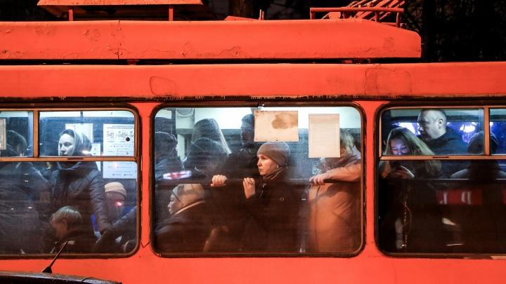 Нижегородский тлен. Фоторепортаж о том, как морально подготовиться к дороге домой