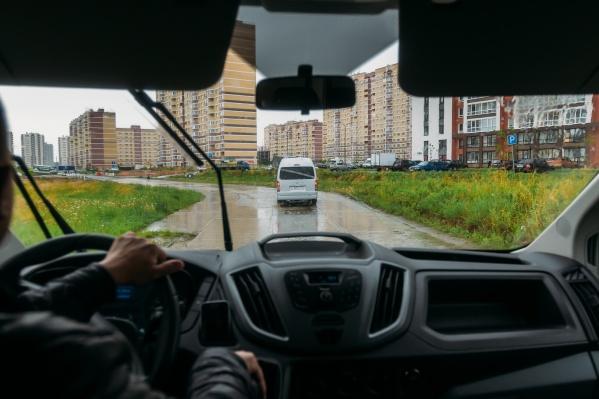 Всего в новом микрорайоне запланировано строительство 10 километров дорог с асфальтобетонным покрытием
