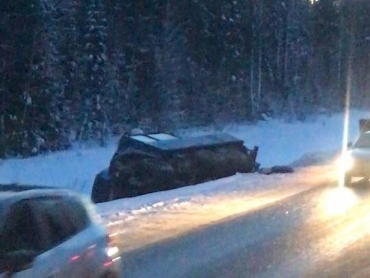 Под Тюменью погиб водитель легковушки, столкнувшейся сразу с двумя грузовиками