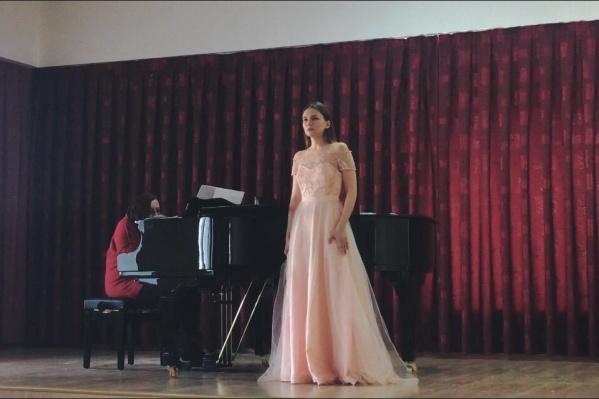 Как только узнала, что поедет в Сербию, выбор репертуара был очевиден: София решила покорять классикой под аккомпанемент рояля