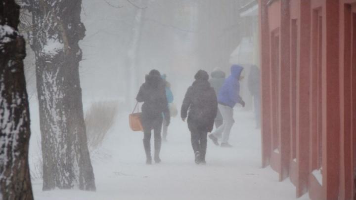 Вчерашняя метель оставила без света жителей домов в Октябрьском и Центральном районах
