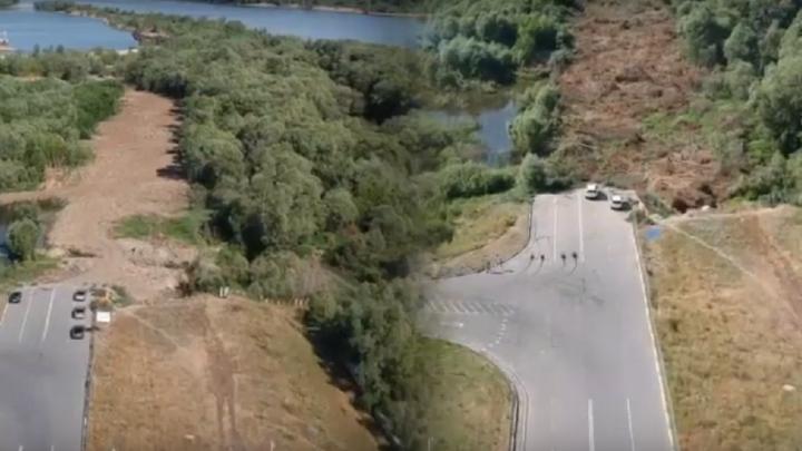 Строительство дороги-дублёра на левобережье сняли с квадрокоптера