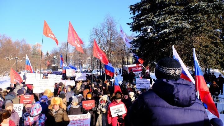 В Перми прошел митинг за сохранение электрички и против повышения стоимости проезда. Прямой эфир
