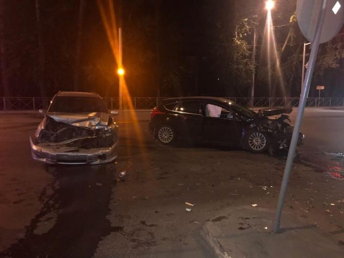 Автомобили столкнулись недалеко от «Ленты» на Петухова, 73