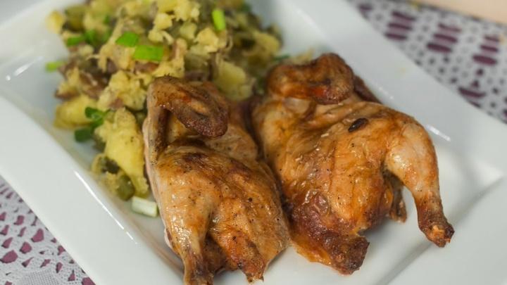 Кто такие цыплята-корнишоны и с чем подают «Сальчичон»: удивляем гостей в новогоднюю ночь