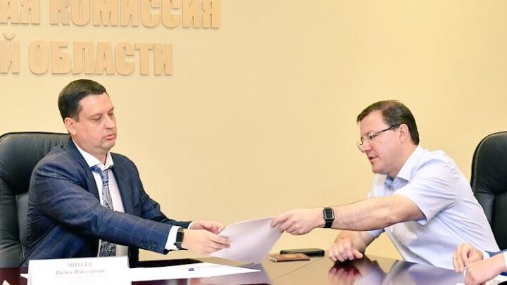 Поборется за пост губернатора: Азаров подал документы в региональный избирком