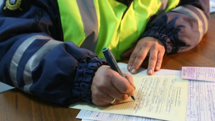 Полицейские поймали любителя гонять по встречке с просроченными правами