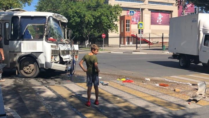 «Отбросил МАЗ в дом»: стала известна причина ДТП с двумя автобусами у ж/д вокзала Самары