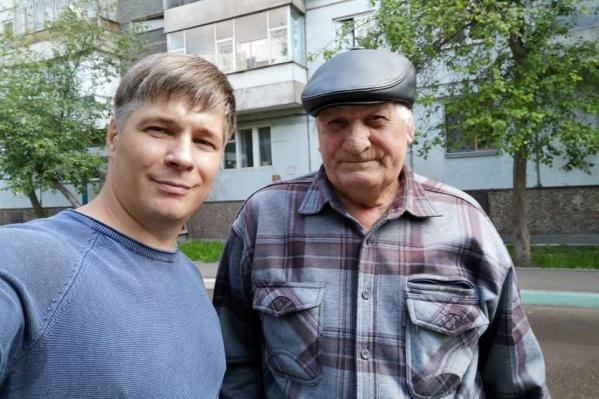 Виталий Бондарев встретил писателя на улице