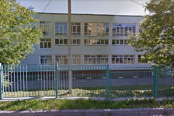Школа находится в Мотовилихе на улице Инженерной