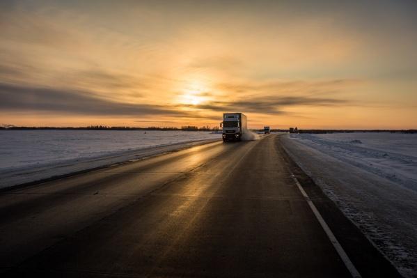 Из-за резкого похолодания на трассах Новосибирской области стало опаснее