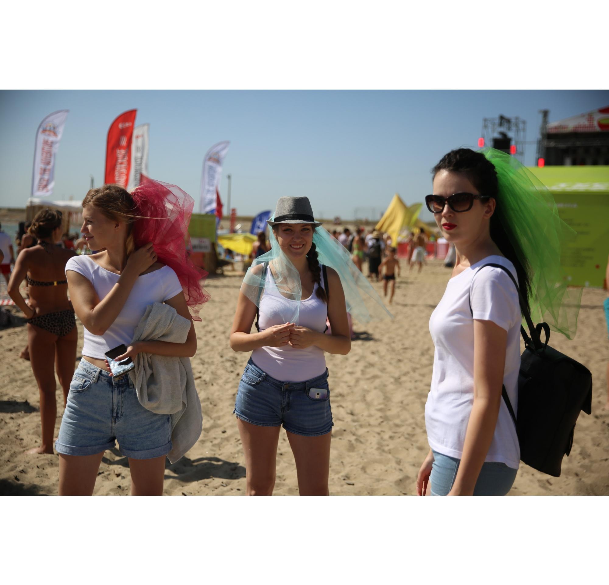 Если вы не знаете, где провести девичник, то берите на заметку: фестиваль«Электронный берег» является отличным местом для такого события