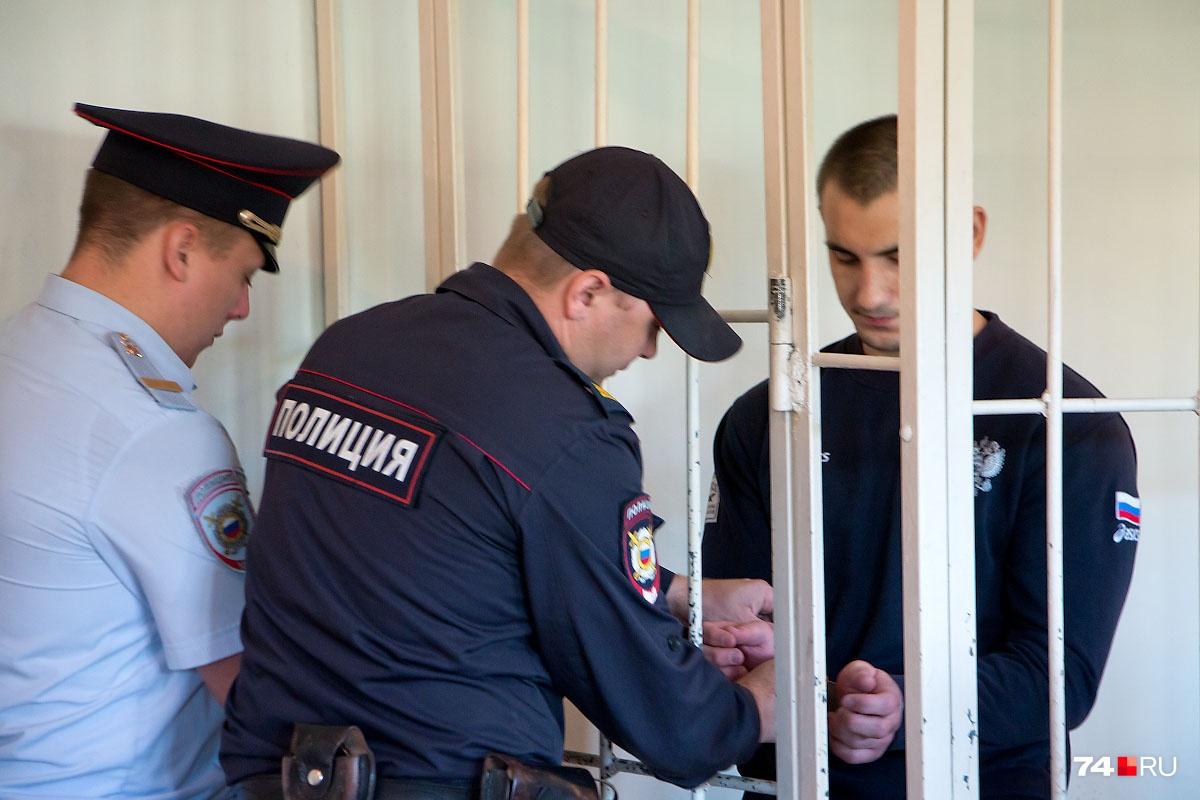 В зал суда Никитин прибыл под серьёзным конвоем