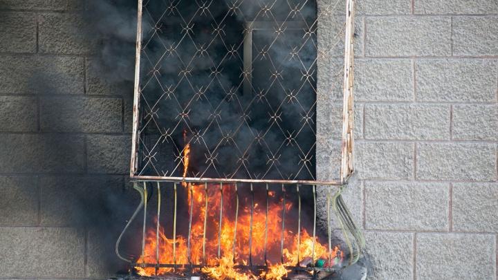 Из горящей пятиэтажки вывели полтора десятка жильцов: один человек погиб