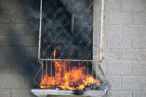 Пожар начался рано утром из-за непотушенной сигареты