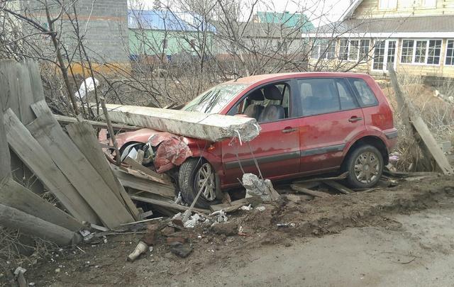 В Башкирии иномарка влетела в электроопору: район остался без света