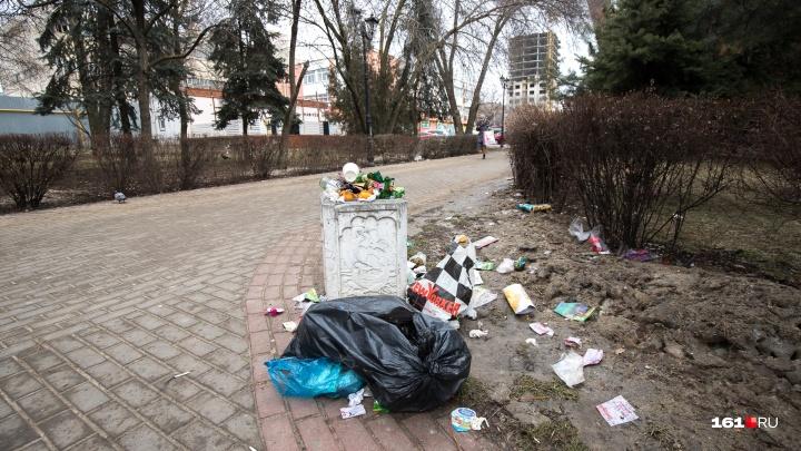 Ростовчане пожаловались на свалку на площади Карла Маркса