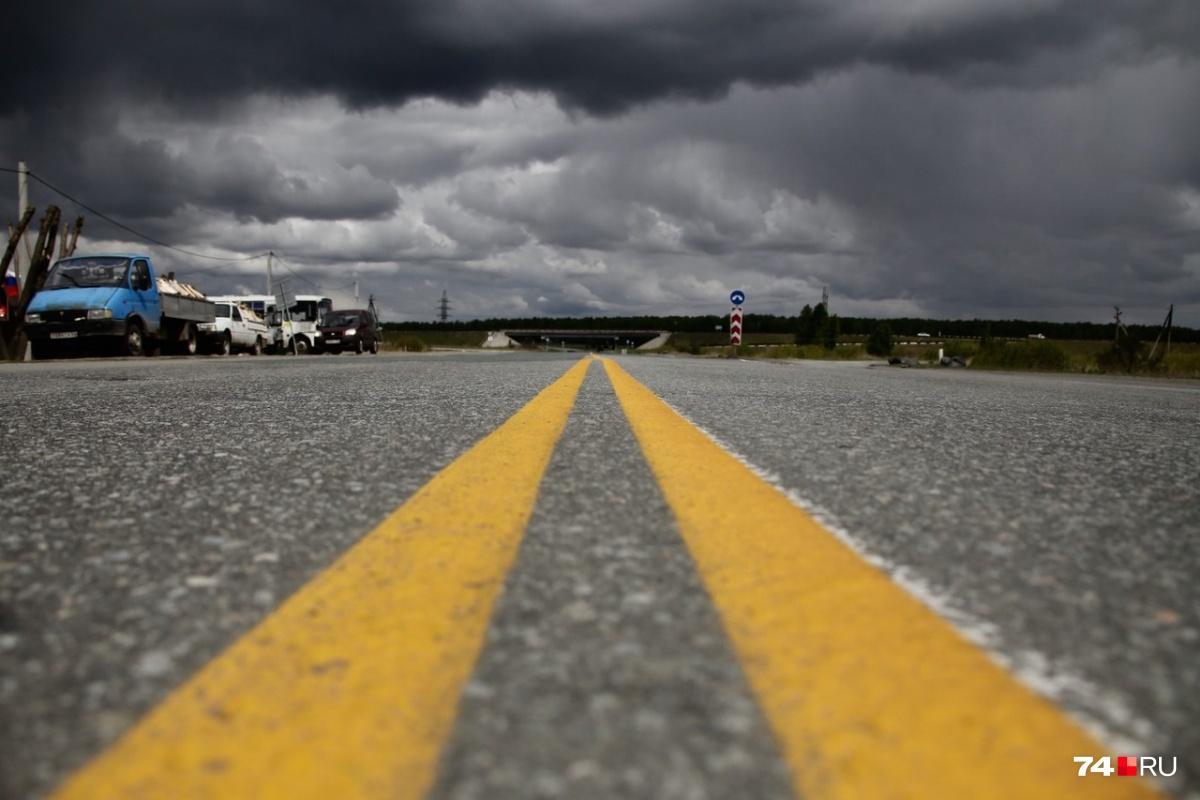 Двойная сплошная линия желтого цвета появилась на объездной дороге Челябинска недалеко от Кременкуля, и это не временная разметка