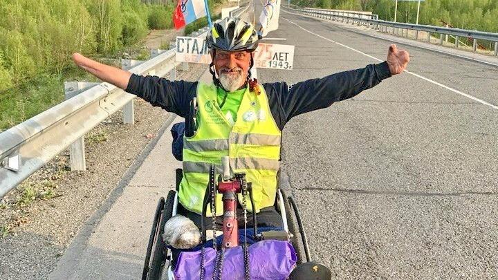 Волгоградский колясочник доехал до Владивостока на своем хендбайке