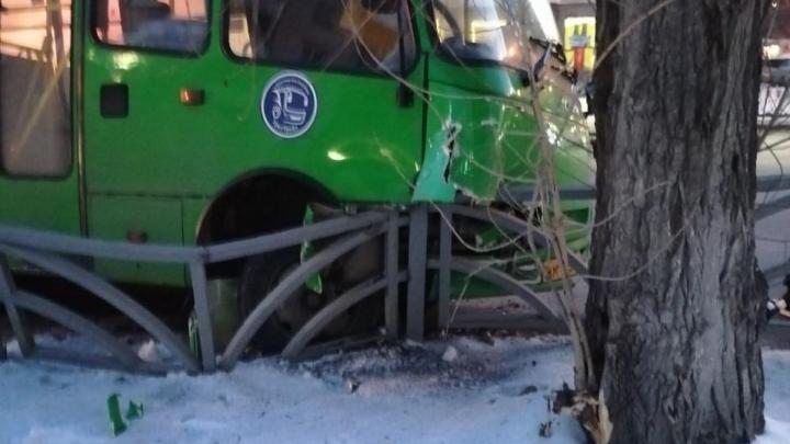 На Белинского из-за ДТП с автобусом парализовано движение