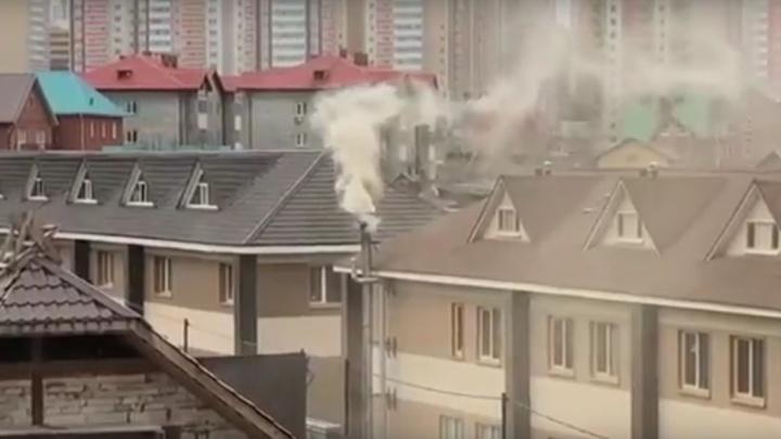 «Травят едким дымом»: жители Покровского нашли источник загрязнения напротив дома