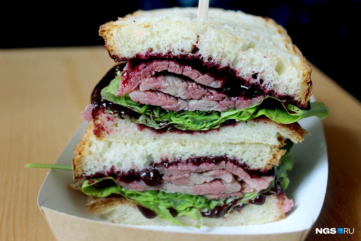 Тает во рту: обзор редких сэндвичей, мясо для которых готовят месяц (фоторепортаж)