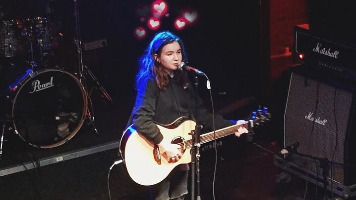 «Не сравнивайте с Гречкой»: школьница из Челябинска собирает на концертах в Москве полные залы