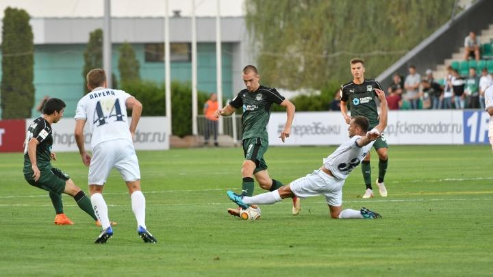 Футбол: «Сибирь» не смогла удержать победу в первом матче сезона