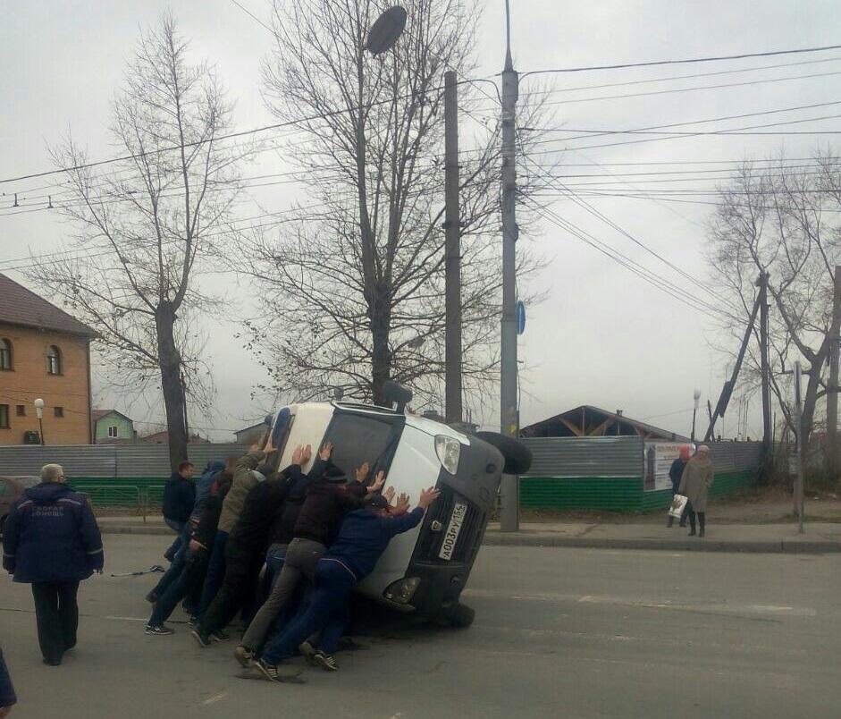 ВНовосибирске свидетели ДТП помогли шоферу «скорой помощи»