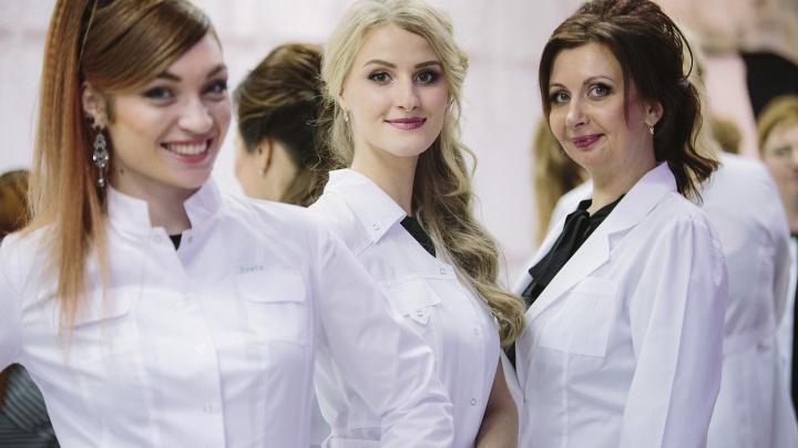 «Нас называют ангелами в белых халатах»: врачей превратили в красавиц-моделей