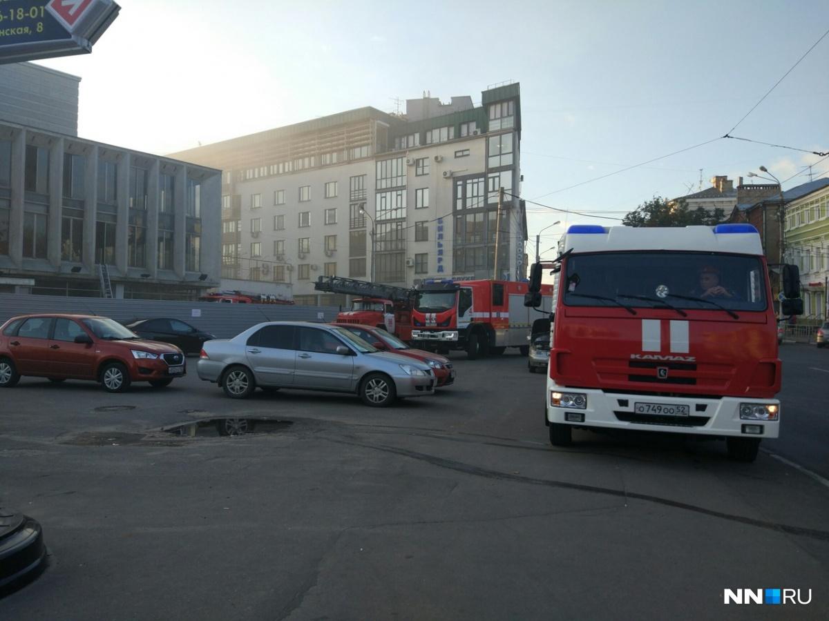 Пожарные уже на месте происшествия