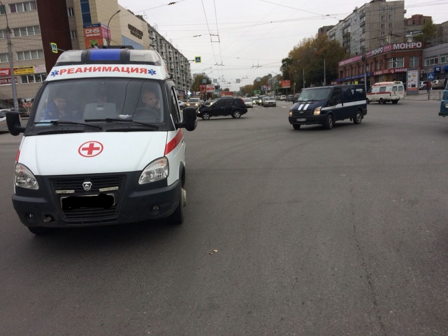 Автоледи на«Ниссан» протаранила «скорую помощь» вНовосибирске