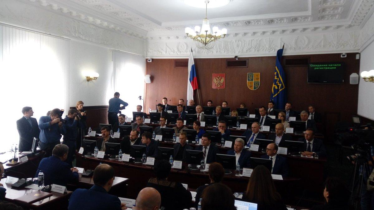 Представители КПРФ и «Единой России» вновь не смогли договориться
