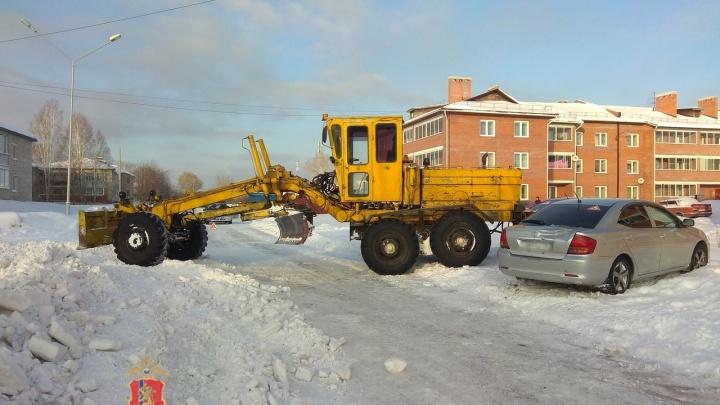 Пьяный водитель грейдера при уборке снега протаранил два авто