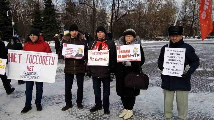 В Тюмени прошел пикет за референдум по поправкам в Конституцию