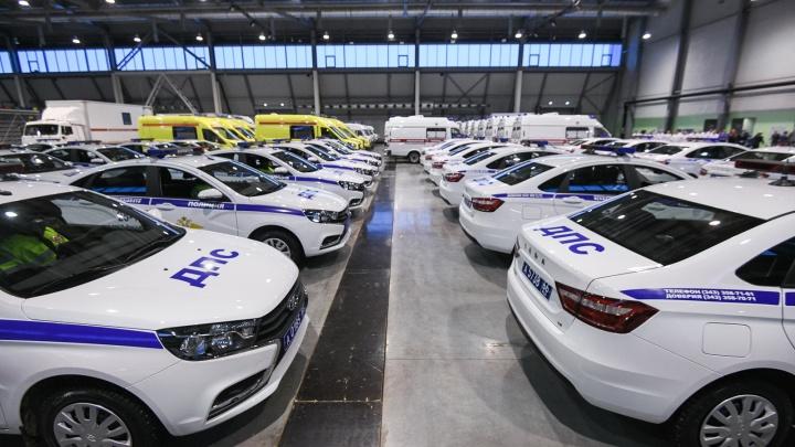 К Новому году полицейские и медики получили в Екатеринбурге новые автомобили: показываем их