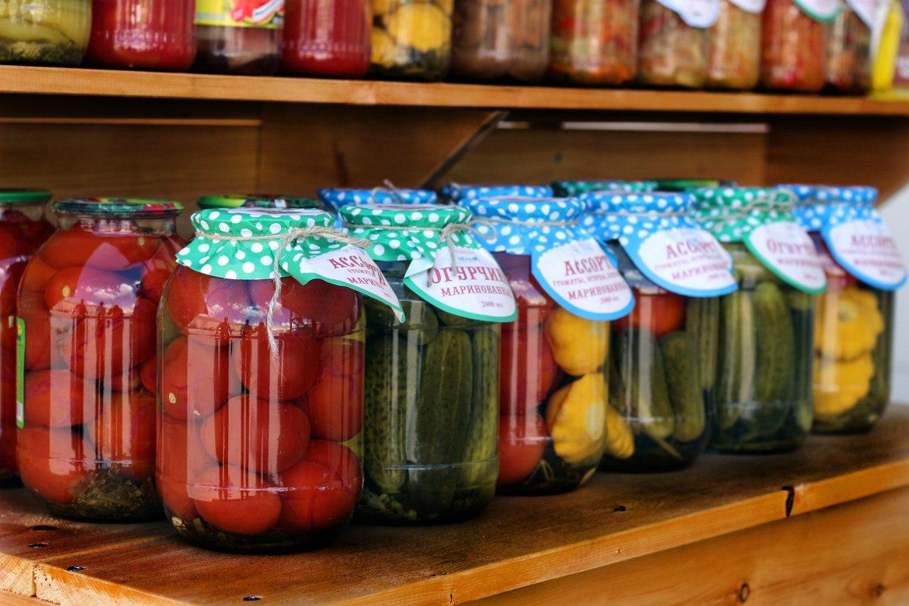 В сентябре новосибирцы просят доставить им на дом до 80 кг томатов на засолку