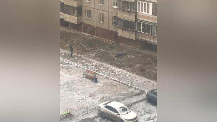 «Была одета, как на улицу»: в Челябинске из окна многоэтажки выпала девушка