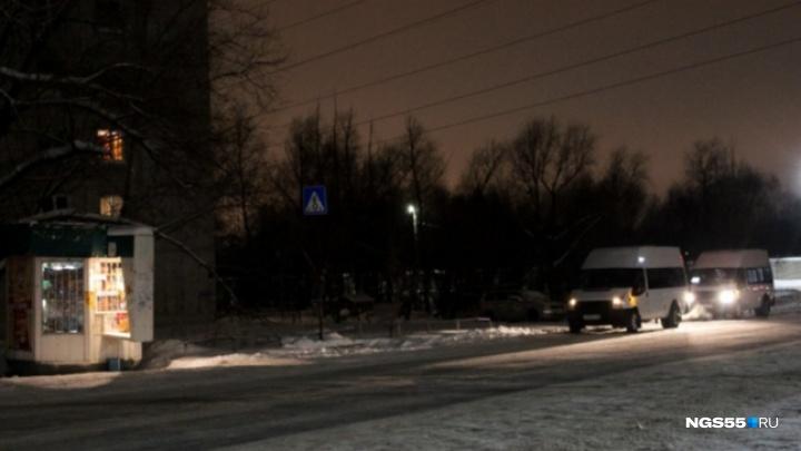 Водитель омской маршрутки № 19 скончался на стоянке возле заправки