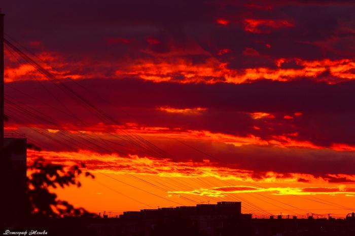 Таким стало небо к десяти часам вечера