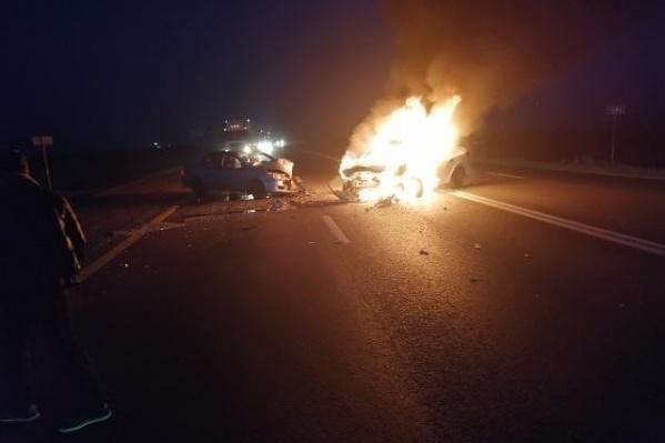 На трассе М-4 «Дон» в аварии сгорели два человека
