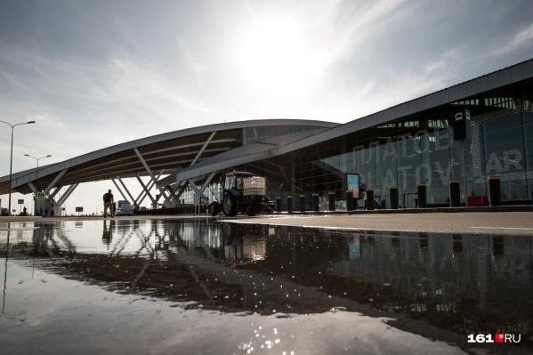 Три самолета находятся на запасных аэродромах в Анапе и Краснодаре