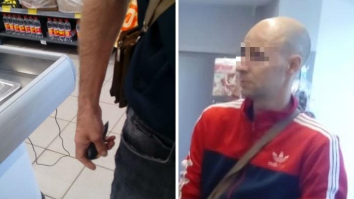 В Ярославле мужчина с ножом напал на покупателей и сотрудников супермаркета